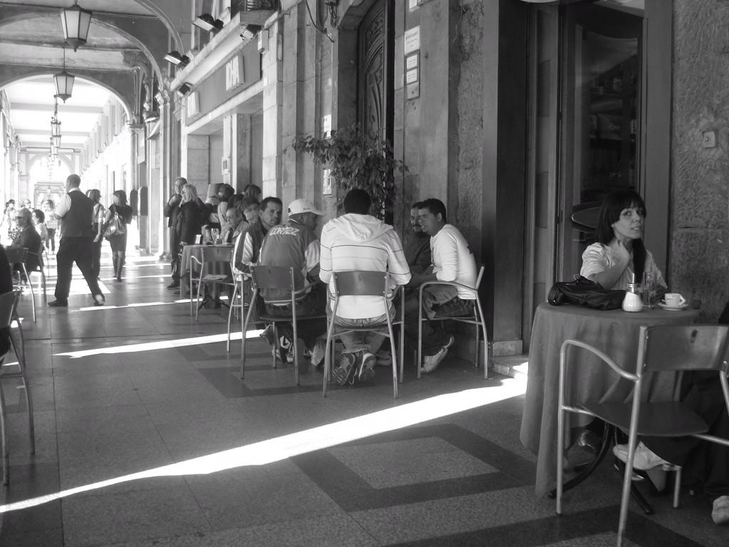 Cagliari, sous les arcades dans bistrots sardaigne
