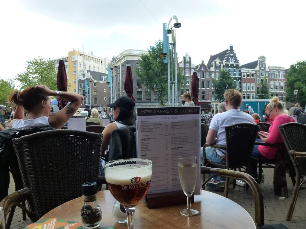 Amsterdam, au bord d'un canal dans bars Amsterdam-023-1024x768