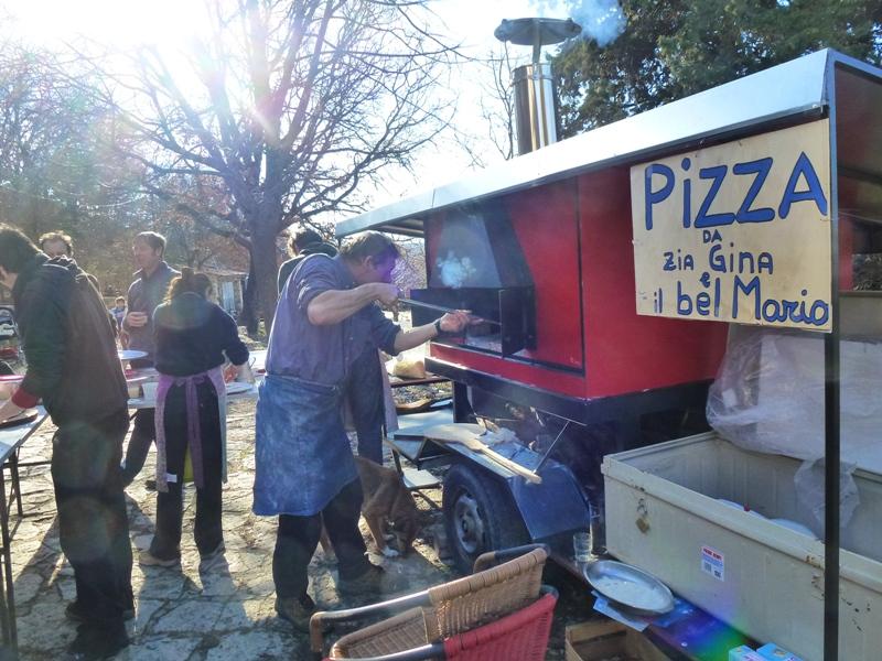 Limans, Longo maï dans snack pizza-gn-019