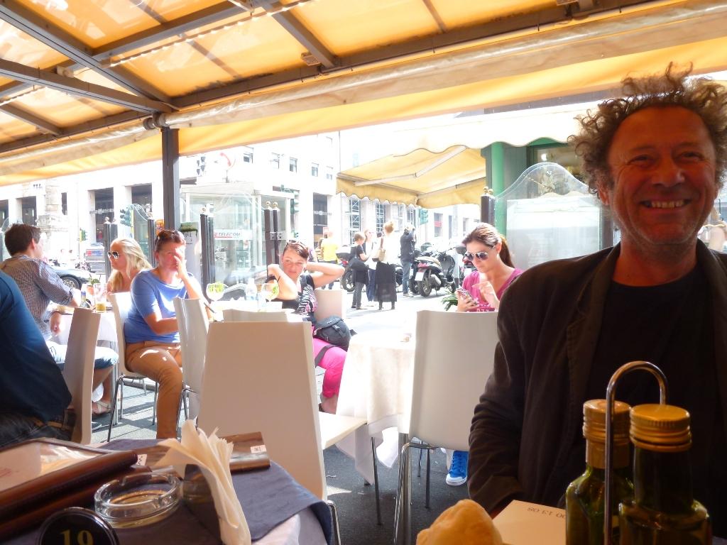 Milan, Piazza San Babila dans cafés milano-san-babila