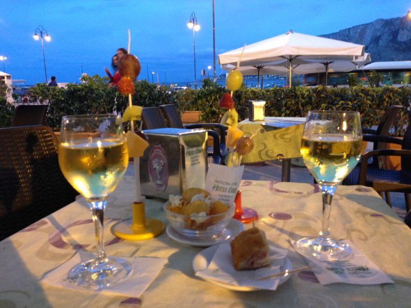 Mondello, Sicile dans cafés mondello